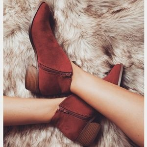 Shoes - 🆕️//The Cheyenne// Brick red bootie